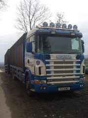 2004 SCANIA CATTLE LIVESTOCK TRUCK & DRAG